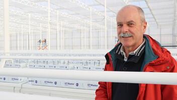 case study, grodan, greenhouse, man, red jacket, gt master, white